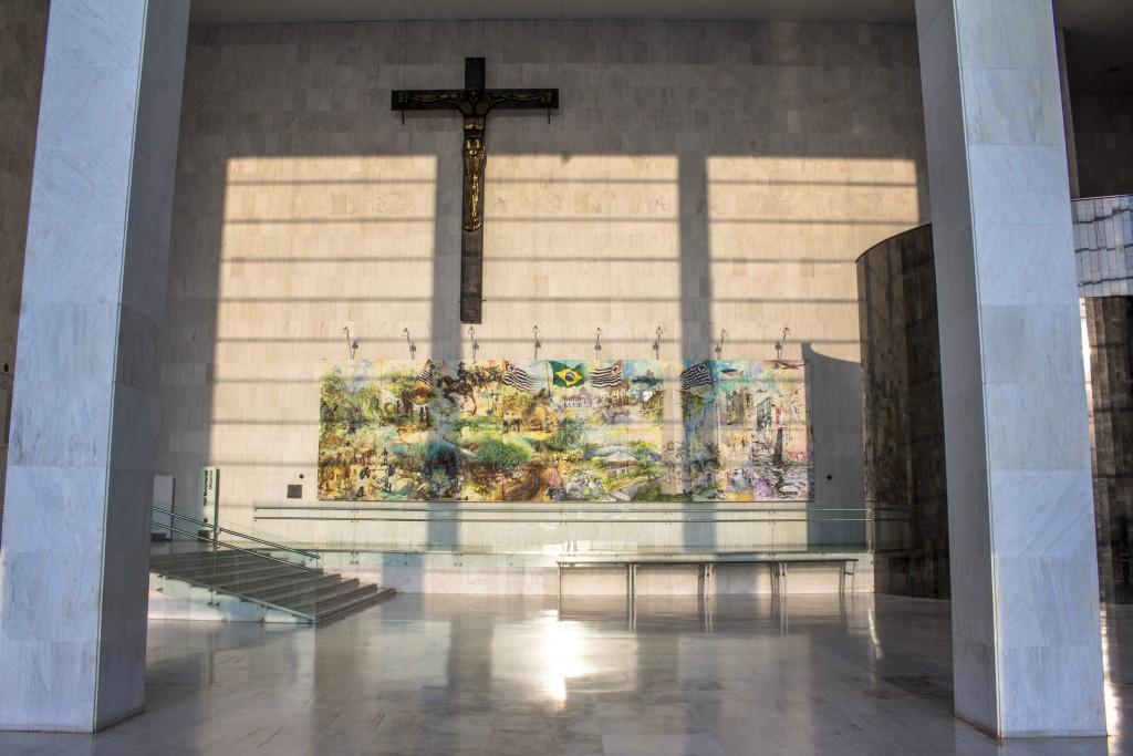 Crucifixo no hall da Assembleia Legislativa do Estado de São Paulo.