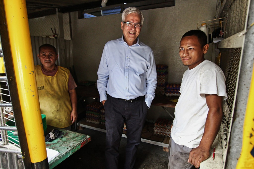 Rodrigo Bolanos (center), a salvadoran businessman who studied in an american University during the 1980s, now ows League Company. Looking to employ salvadorans gang members and then pass for rehab to leave behind crime. The picture was taken inside the Apanteos prison in Santa Ana, El Salvador and Bolanos is accompanied by two inmates. Rodrigo Bolanos, center, owner of League Company, photographed with two unidentified inmates inside the Apanteos prison in Santa Ana, El Salvador.