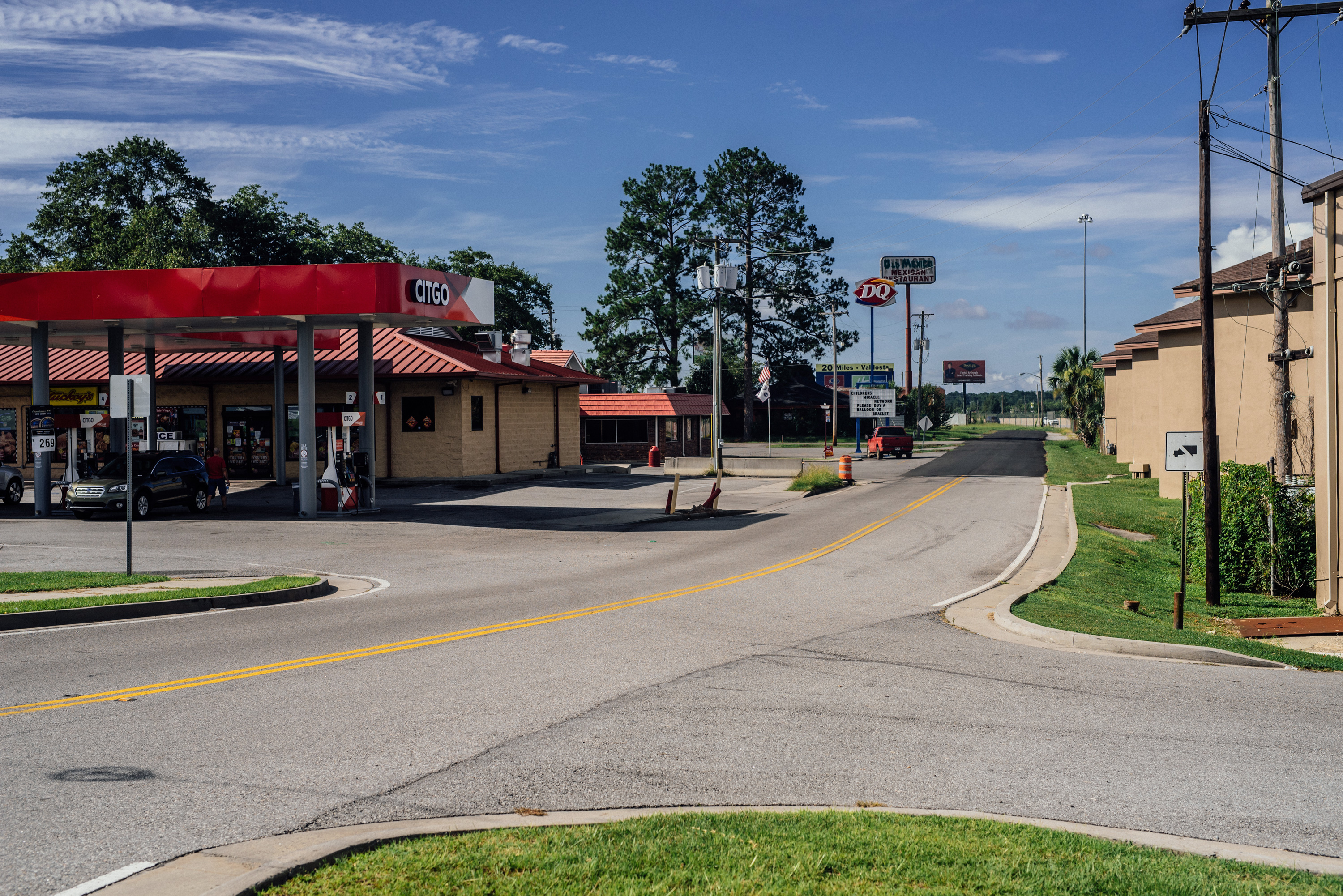 The view from where Virginia Tatem and Lee Grimes were standing when Virginia claims to have heard the gunshot at  Taco Bell and see Devonia's car go into an abandoned Pizza Hut parking lot. Looking south.
