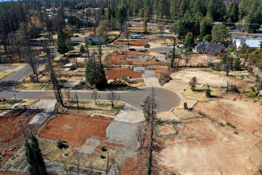An aerial view of a neighborhood destroyed by the Camp Fire October 21, 2019 in Paradise, California. It has been one year since the the Camp Fire ripped through the town of Paradise, California charring over 150,000 acres, killed 85 people and destroyed over 18,000 homes and businesses. (Photo by Justin Sullivan/Getty Images)