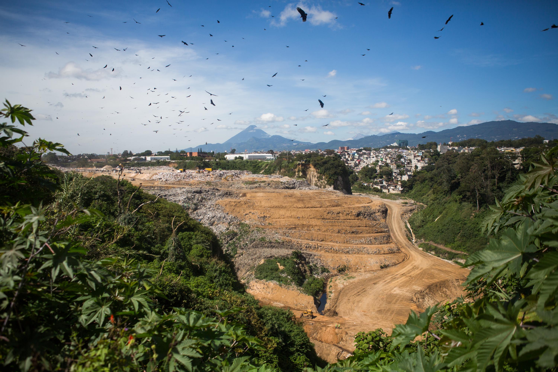 O único aterro oficial da Guatemala, localizado na capital movimentada do país, com 3 milhões de habitantes, é o maior da América Central.