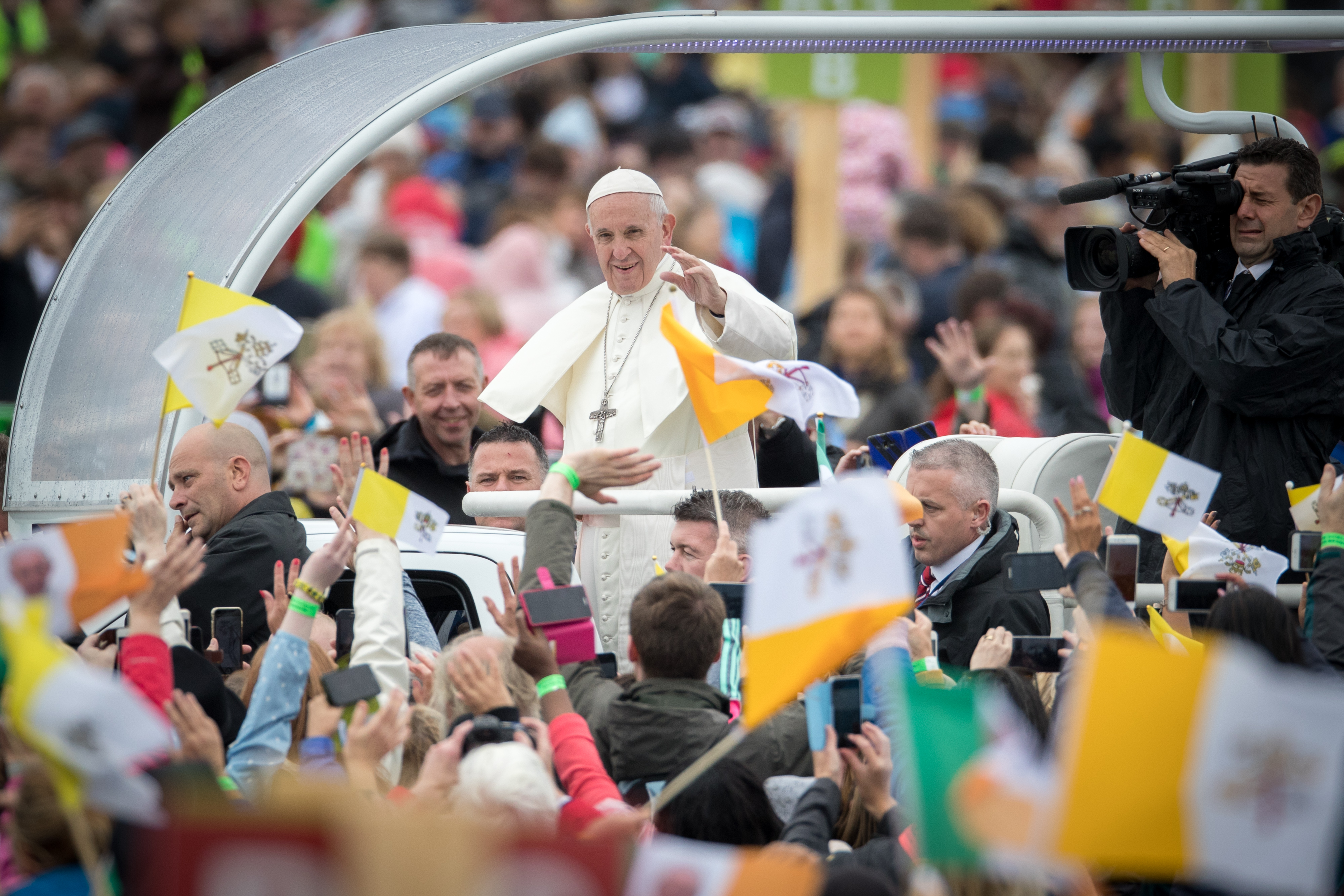 DUBLIN, IRELAND - AUGUST 26:  Pope Francis arrives as people gather for the Closing Mass in Phoenix Park on August 26, 2018 in Dublin, Ireland. A congregation of approximately 500,000 people have gathered in Phoenix Park for the Closing Mass of the visit of Pope Francis to Ireland, centred on the Papal Cross in Phoenix Park, which was the site of the historic 1979 Papal Mass. Pope Francis is the 266th Catholic Pope and current sovereign of the Vatican. His visit, the first by a Pope since John Paul II's in 1979, is expected to attract hundreds of thousands of Catholics to a series of events in Dublin and Knock. During his visit he will have private meetings with victims of sexual abuse by Catholic clergy. (Photo by Matt Cardy/Getty Images)