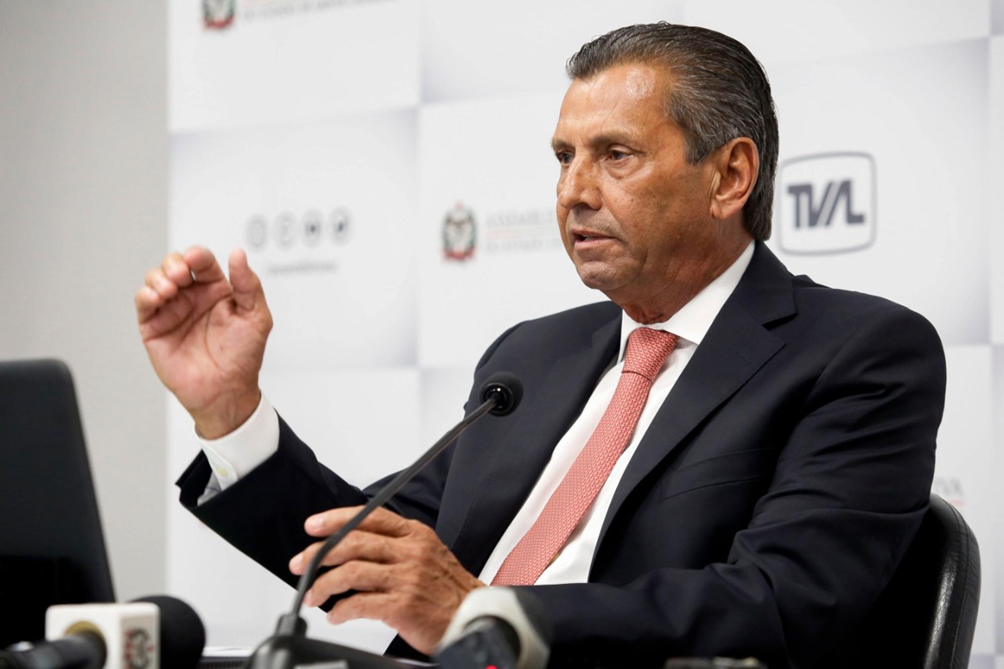 Abandonado por Bolsonaro, governador de Santa Catarina é afastado no escândalo dos respiradores
