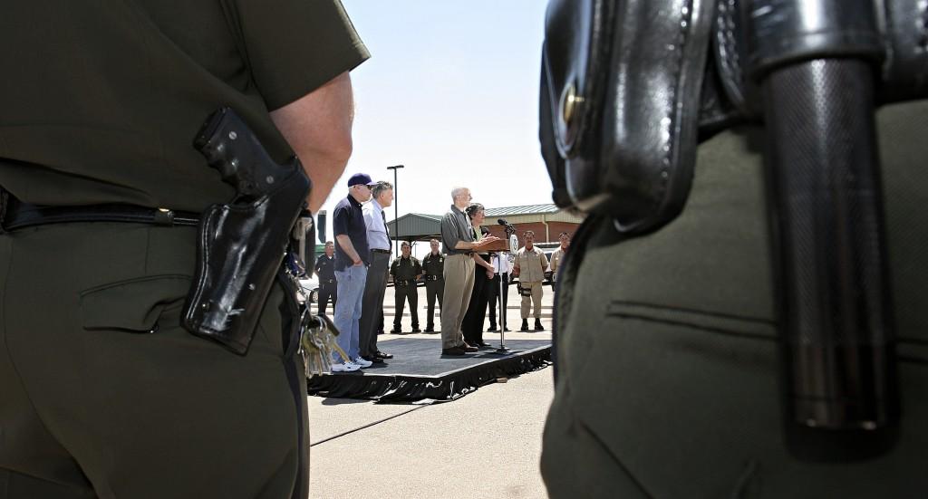 Chertoff Visits Arizona-Mexico Border Crossing